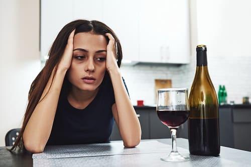 Спиртное – одна из причин головной боли