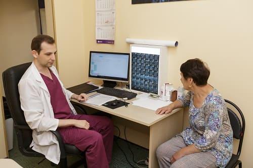 Врачебный осмотр начало диагностики ВСД, остеохондроза