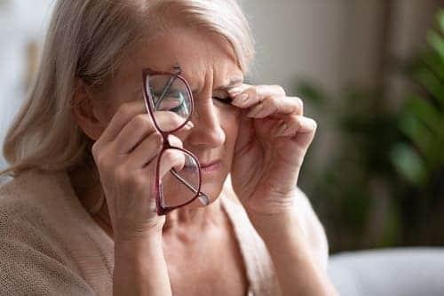 Головная боль и ухудшение зрения опасны