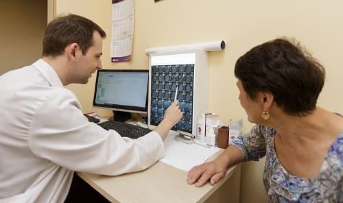 Консультация невролога больной в клинике