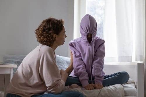 Ребенок с аутизмом избегает общения всегда