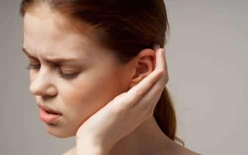Боль в голове из-за уха опасна