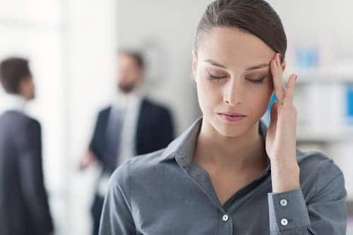 У женщины в стрессе болит в левой части голова
