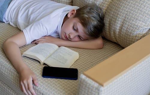 Недосып подростка причина головной боли