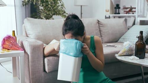 Неукротимая рвота и головная боль