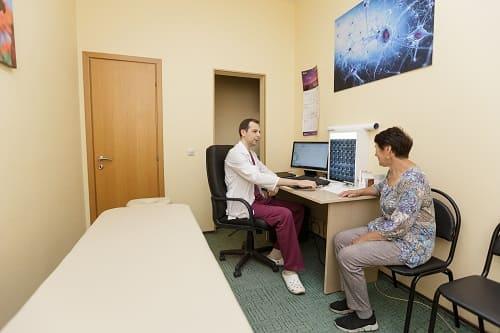 Прием пациентки с головной болью и рвотой