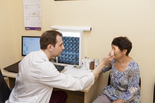 Осмотр неврологом при нарушении зрения