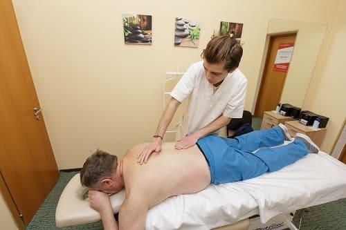 Сеанс массажа при болях в голове и шее