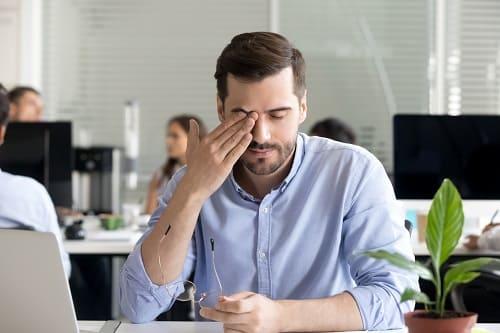 Головная боль и чувство давления на глаза