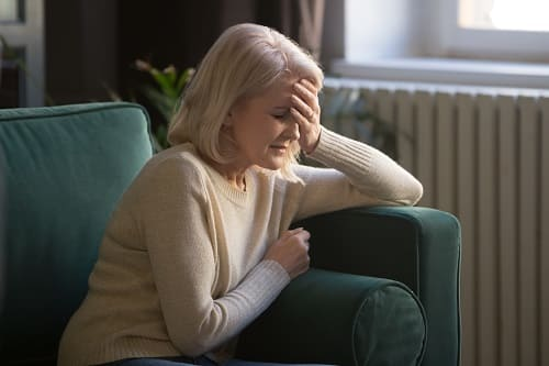 Причин головной боли больше у пожилых