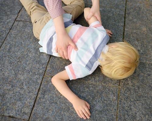 Дети с головокружением падают