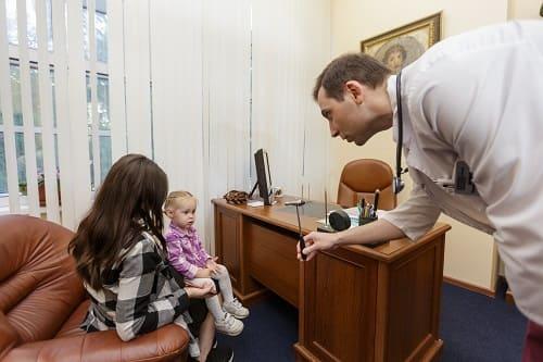 Осмотр детского невролога при головокружении у ребенка
