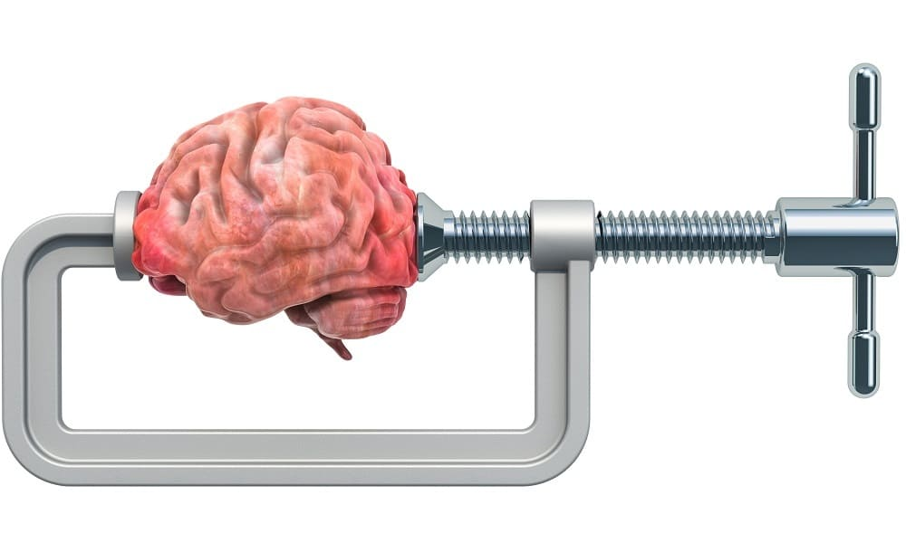 Головная боль тисками давит мозг