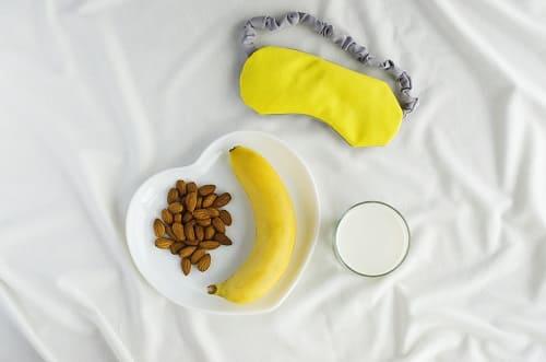 Банан и теплое молоко чтоб уснуть