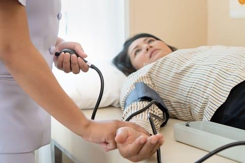 Контроль артериального давления при сосудистой головной боли