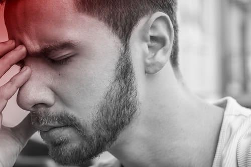 Приступ мигрени у мужчины