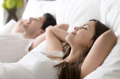 Релаксация в постели помогает уснуть