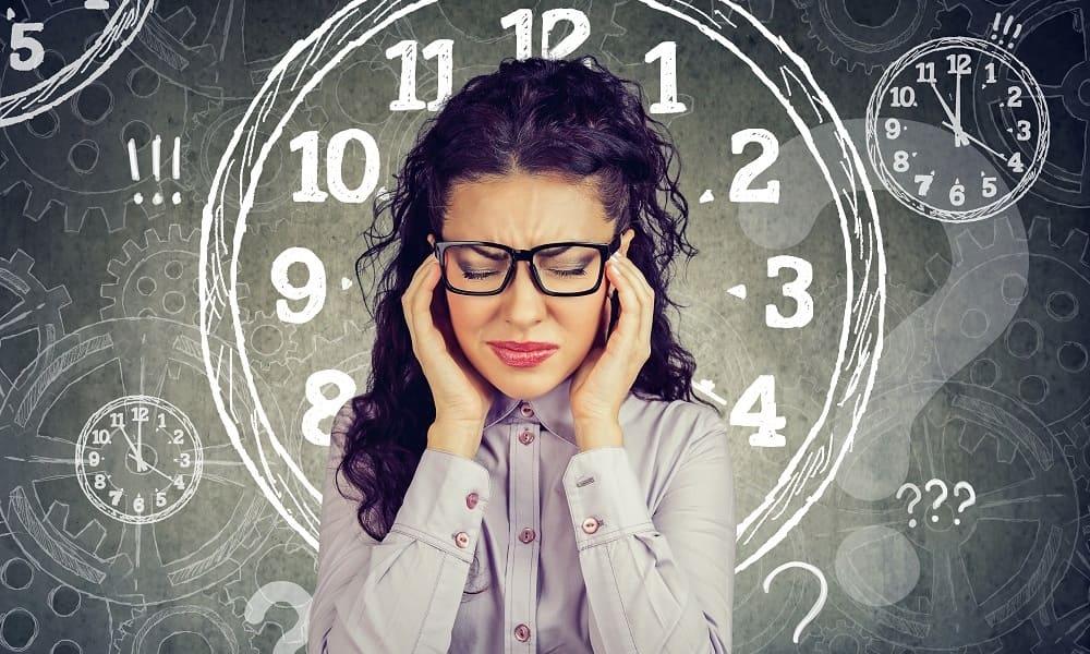 Длительная головная боль у женщины
