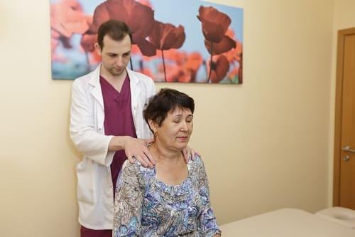 Осмотр пациентки с цефалгией